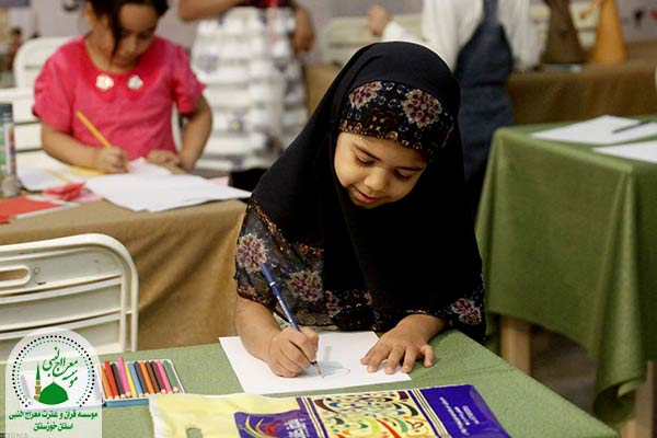 مأنوس کردن کودکان با قرآن کریم در نمایشگاه ها